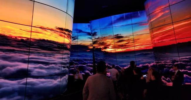 LG电子合作Rightware 为凯迪拉克研发业内首款曲面OLED显示屏